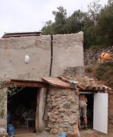 Solar Inselanlage auf Wohnhaus (noch im Rohbau) und Anbau für Solarbatterien