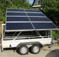 Solarmodule auf einem Tandemachs PKW-Anhänger